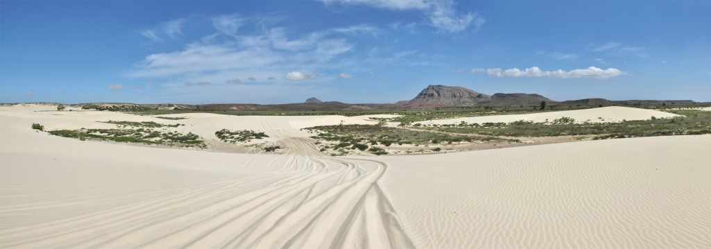Sandy_panorama_in_Boa_Vista_2,_2010_12