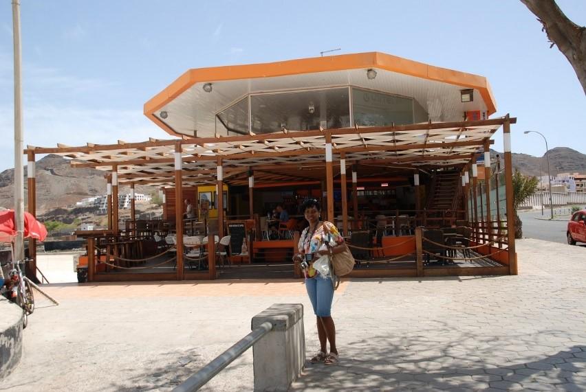 Postmark's Isabella Lisk in front of Restaurant Caravela, Laginha, Mindelo