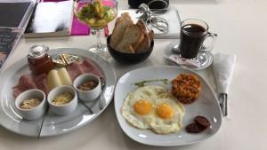 A light breakfast!  Photo: Paula Moio